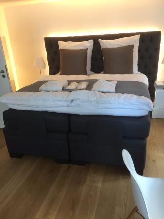 Schlafzimmer 1, Boxspringbett mit verstellbarem Kopf- und ...