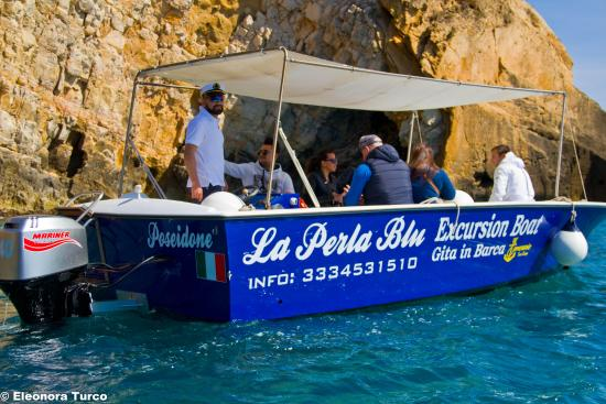 ‪La Perla Blu Excursion Boat‬
