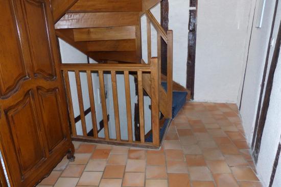 Hotel Le Blason: corredor e escada