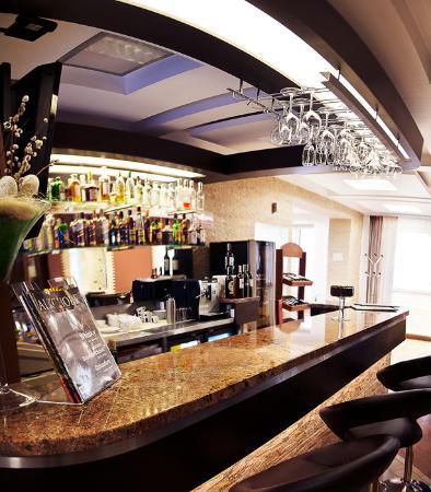 Green Hill: Bar