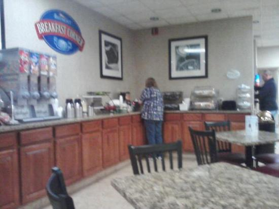 Baymont Inn & Suites Michigan City: Breakfast area