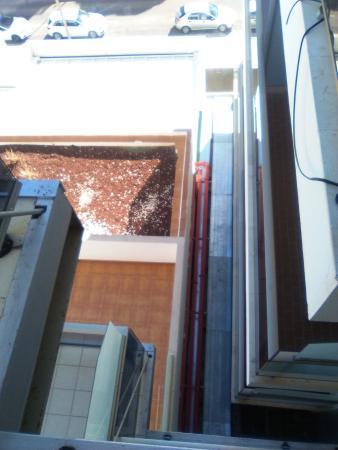 RH Bayren Hotel & Spa: horribles vistas habitación 324, ves terraza de vecinos de ambos lados y tubos