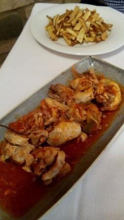 Montorio al Vomano, Italia: Pollo in umido e Patate fritte tagliate a mano