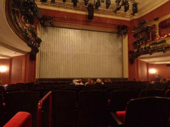 Schauspielhaus Pfauen: Kühle Theateratmosphäre im Schauspielhaus