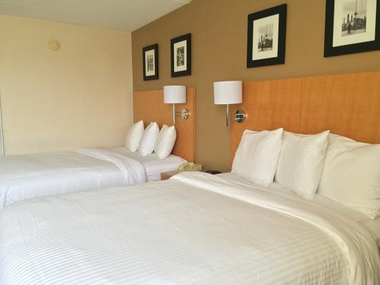 Magnuson Hotel Fishkill: 2 Double Beds Nonsmoking