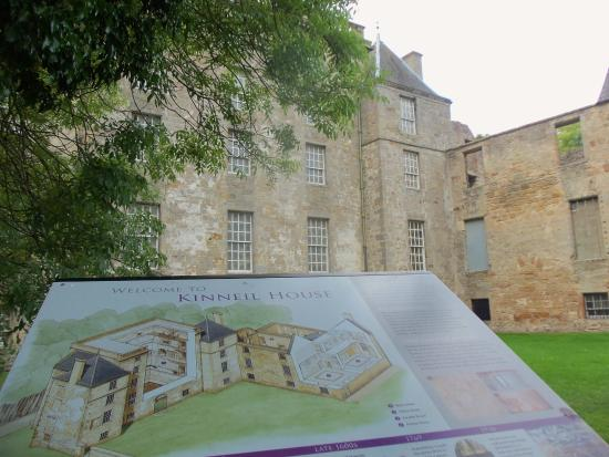 Bo'ness, UK: Facade and nice information sign