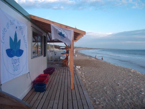 Longeville-sur-mer, فرنسا: école de surf située face à l'océan.