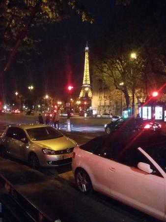 Mercure Paris Champs Elysees: Torre Eifel, proximo ao Hotel