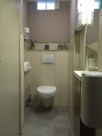 Ganshoren, Bélgica: Combien de restos osent afficher leurs toilettes ?