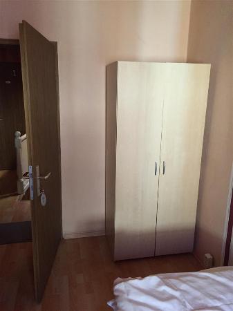 Hotel - Pension Dorfschaenke : door to room