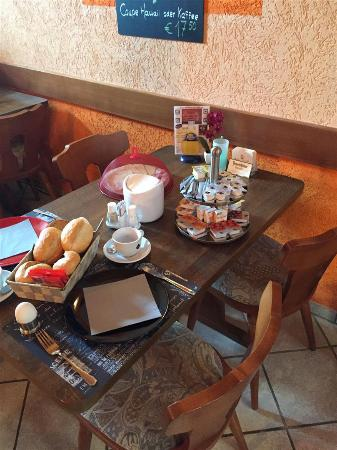 Hotel - Pension Dorfschaenke : breakfast table - food brought to table, coffee