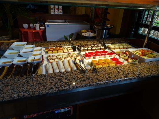 Rodan-Alpy, Francja: Buffet de desserts .