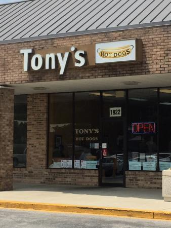 ‪Tony's Hot Dogs‬