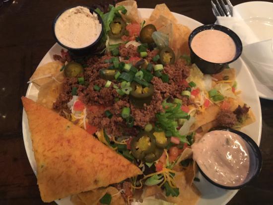 Wild Bill's Sports Saloon: Southwest taco salad and boneless wings