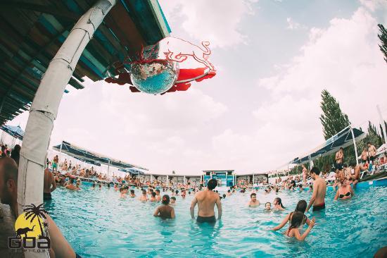 Vatra, Moldova: Day on the pool