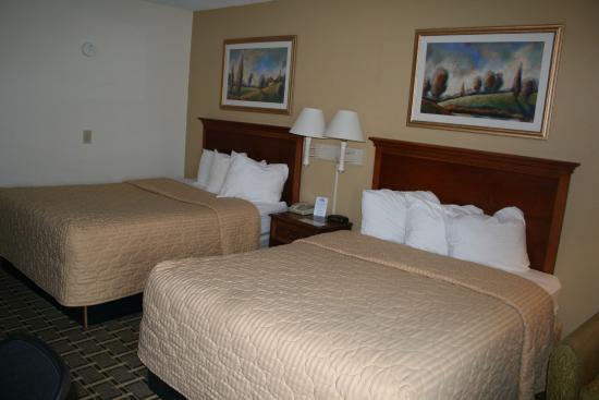 Days Inn Brookings: Standard 2 Queen Beds