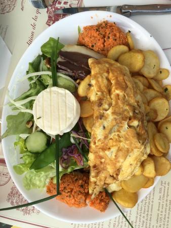 salade avec omelette picture of la tonnelle cirq lapopie tripadvisor