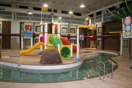 Splashzone Waterpark Attraction Picture Of Days Inn