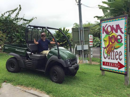 Kealakekua, HI: Well manicured beautiful place to visit MUST see