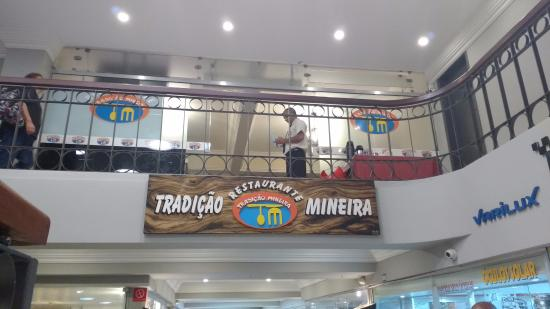 Restaurante Tradição Mineira: Letreiro do mezanino que dá acesso ao restaurante