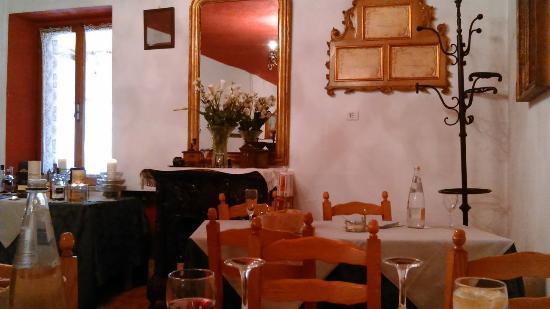 """Salizzole, Italien: Ambiente in """"Tono"""" Atmosfera unica."""