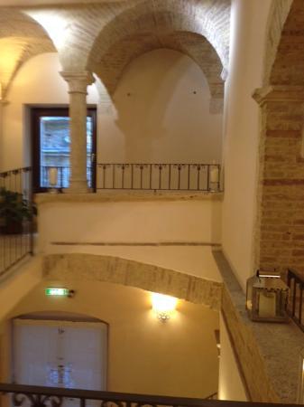 Hotel Palazzo dei Mercanti: le scale, così belle che é un peccato usare l'ascensore