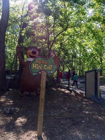Yogi Bear's Jellystone Park Camp-Resort  Hagerstown: Ready to play a little miniature golf.