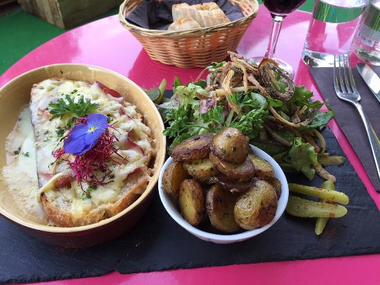 "Au Jardin Bistrot: ""Croute au Fromage"" - excellent dish, typical Swiss."