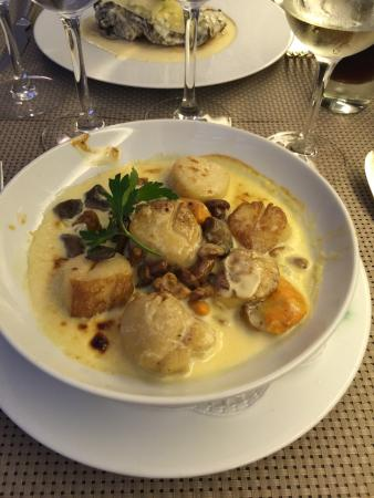 Amazing food, try the Scallops!