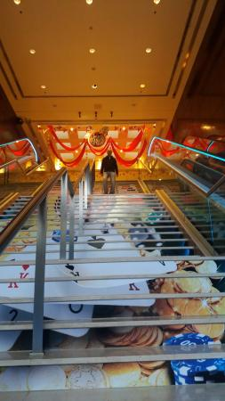 Enjoy Casino Mendoza: Bajando las escaleras desde el Casino