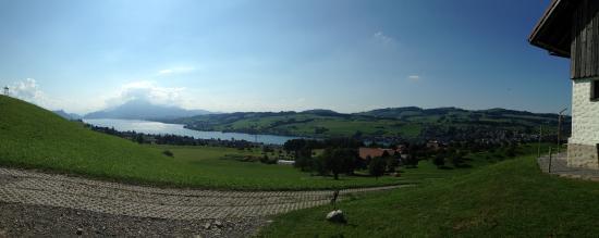 Kuessnacht am Rigi, Suiza: Вид с горы от домика с инструкторами