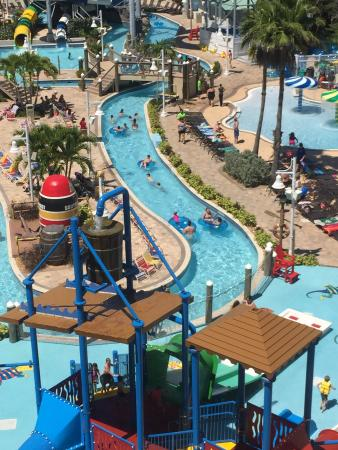 Indian Rocks Beach, FL: Great place to take the family. We had a blast on the slides and lazy river. Tiki bar and food a