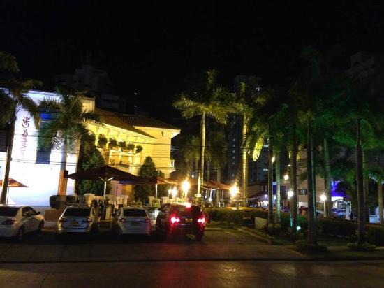 Centro Comercial La Mansión
