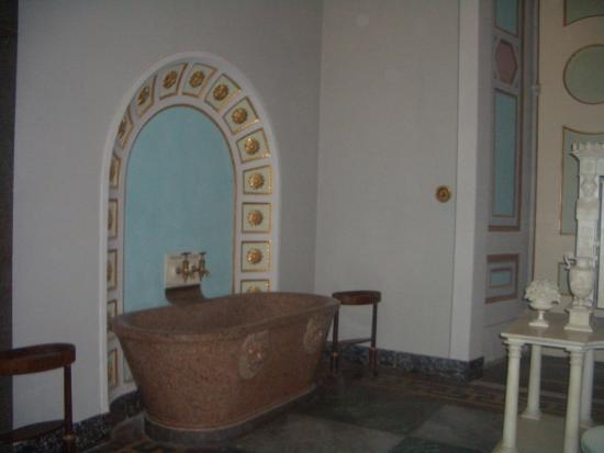 Vasca Da Bagno Grande In Inglese : Vasca da bagno del re foto di reggia di caserta caserta