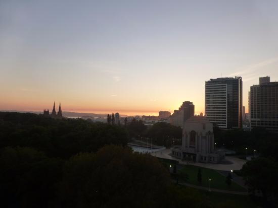 Hyde Park Inn: Al amanecer