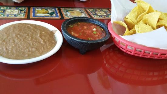 Dallas, OR: Chips, salsa, refried beans