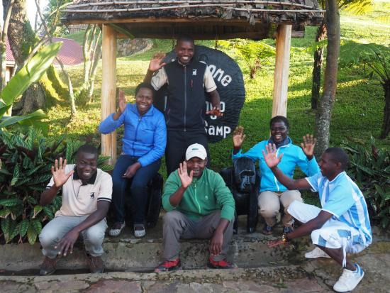 ‪نكورينغو غوريلا كامب: Team At Nkuringo Gorilla Lodge‬