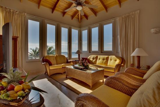 Belizean Cove Estates: Living Room