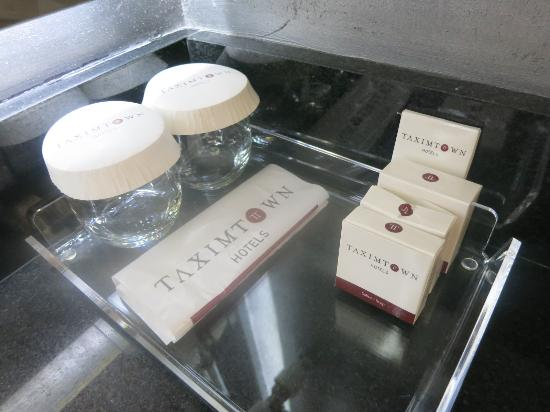 Goodies, Taximtown Hotel