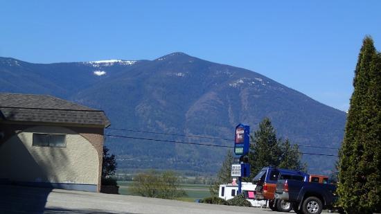 เครสตัน, แคนาดา: Surrounding mountains