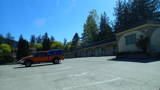 Creston, Canadá: Parking and rooms