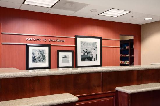 Hampton Inn Sheridan: Front Desk