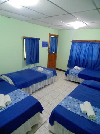 Hostal La Casa de los Abuelos: Quadruple room