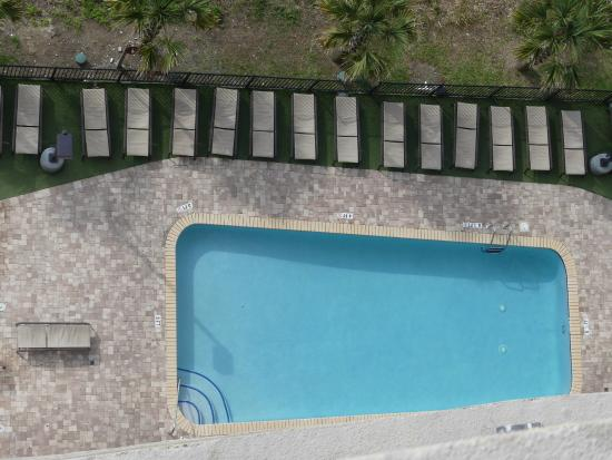 Anderson Ocean Club & Spa, Oceana Resorts: Pool from the 17th floor. No diving