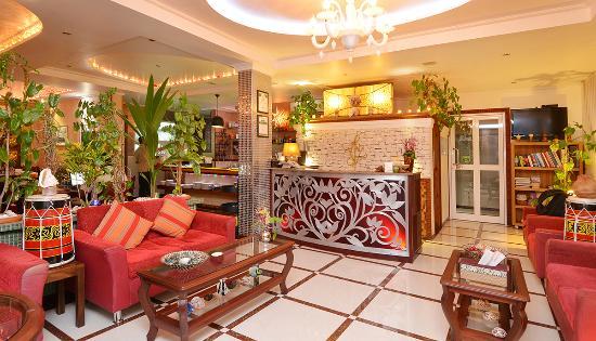 Le Vieux Nice Inn: Reception lobby