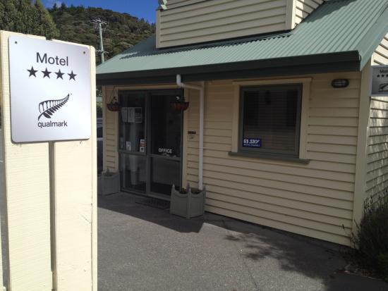 La Rochelle Motel: Entrance