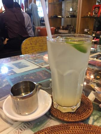 Peter Hoe Cafe: レモンジュースはシロップが別添です