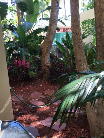 Boca Raton Plaza Hotel and Suites: first floor suite patio view of tiki bar at pool