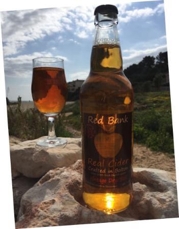 Bolton, UK: Vintage Dry cider on the rocks!