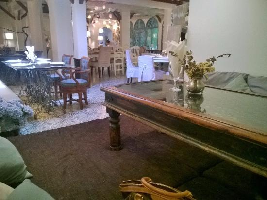 Al Majlis Tearoom: ソファ席
